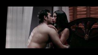 Veena Malik's Kissing Scene From Mumbai 125 KM – Bollywood Hindi Movie HIGH
