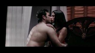 Veena-Maliks-Hot-Erotic-Bed-Scene-From-Mumbai-125-KM–Bollywood-Hindi-Movie